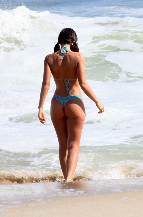 Capas da 'Playboy' de janeiro curtem dia de sol na praia do Lebl